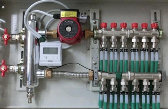 用户使用电动温控阀或手动调节温控阀,达到调节每个房间的使用
